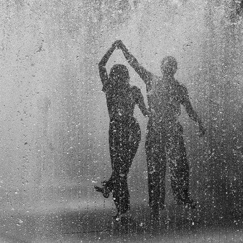 tánc az esőben