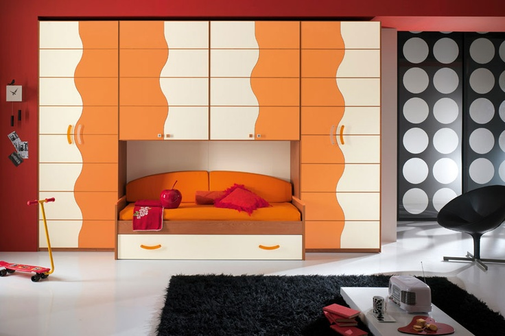 Contrasting orange and cream, for a harmonious and playful #bedroom