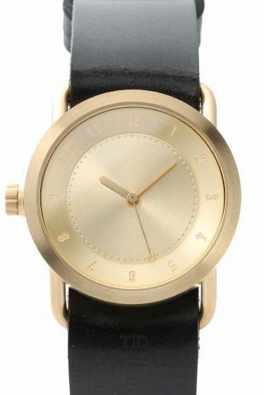 TID No1 Gold 36mmBlack Leather SC  TID No1 Gold 36mmBlack Leather SC 28080 SNS等でも人気の高いTID Watches より 新作GOLDケースのご紹介です 適度な重量感と上品さを兼ね備えたポリッシュ仕上げ アンティーク調のゴールド色は肌馴染みもよいので ON/OFF問わず普段のコーディネートにプラスして頂けます 女性の方でもお使いやすい36mmサイズは 主張しすぎることなくアクセサリー等との重ね着けにも最適です ゴールドのケースブラックのレザーベルトの組合せ ご自身用に贈り物用に 是非ご検討くださいませ 素材ステンレススチール ベルト レザー(ブラック) ムーブメントクォーツ 防水性生活防水 TID Watches スウェーデンのストックホルムで2012年にスタートした腕時計ブランドブランド名のTIDはスウェーデン語で時間を意味し時を経ても変わらない本物の価値あるものづくりをおこなっています 保証書について 保証書は購入明細書納品書と合せて保管していただきますようお願いします…