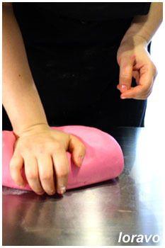 Мастика из маршмеллоу (сахарная паста для покрытия тортов). Рецепт. Опубликовано28 февраля 2012 автором loravo в Уроки, рецепты, советы профессионалам Комментариев: 53 Мастика из маршмеллоу (сахарная паста для покрытия тортов). Рецепт. by Larissa Volnitskaia (loravo) / Loravo Blog: Кулинарные записки дизайнера