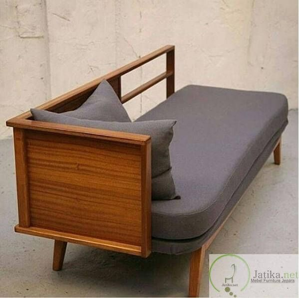 Kursi Bangku Jati Minimalis Modern dibuat dari bahan kayu jati berkualitas dikerjakan langsung di jepara yang memang sudah terkenal dengan furniture nya.