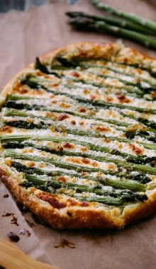This has HANNAH written all over it. :) Will make soon || Asparagus & Goat Cheese Galette