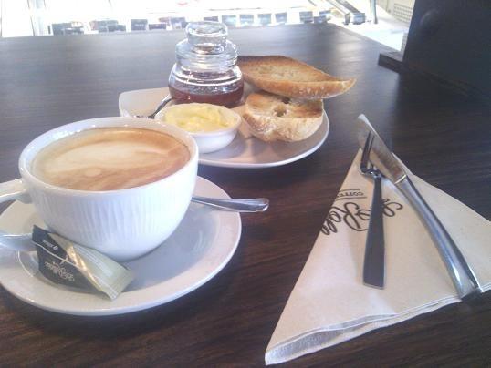 La Rollerie en Madrid: Desayunos y brunchs con pan artesanal (¡qué olorcito tan bueno!) Calle Atocha, 20