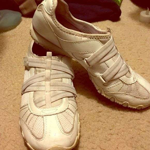 Sketchers Walking Shoes Great condition , just need to be washed Skechers Shoes Sneakers