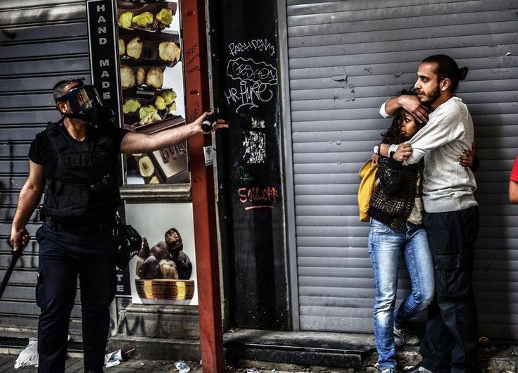 Geçtiğimiz Yıl Tüm Dünyanın Kalbini Sızlatan 45 Anlamlı Fotoğraf