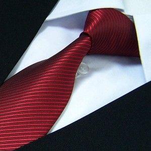 Cravate rouge-bordeaux