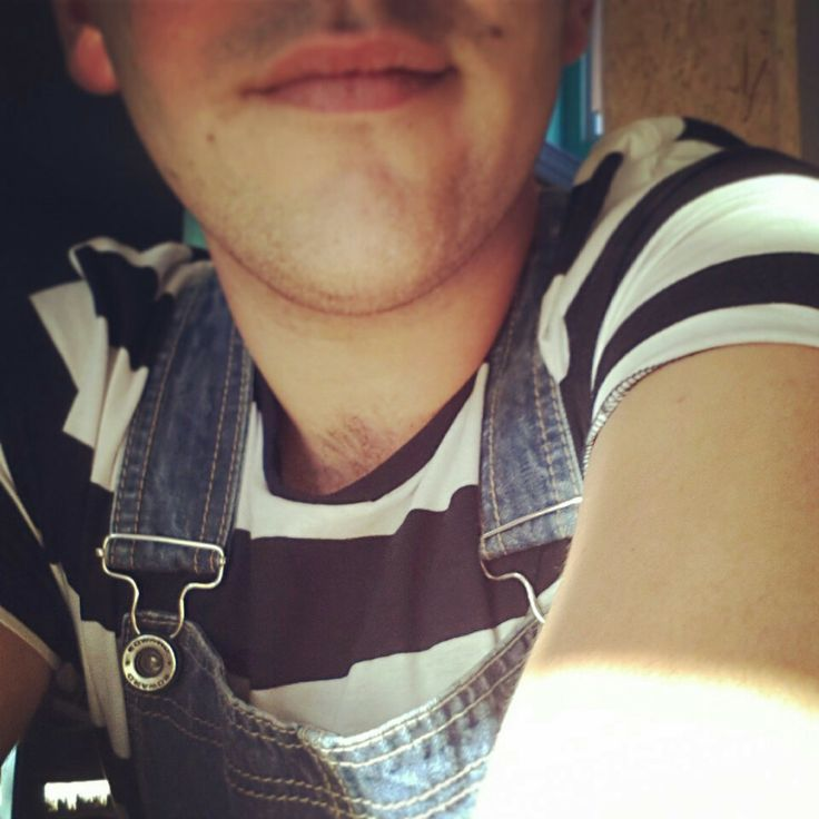 Winter outfit!  Black n White t-shirt with fat stripe and jean Edward overall!!  #fashion #overalls #jean