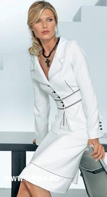 Белый деловой костюм женский