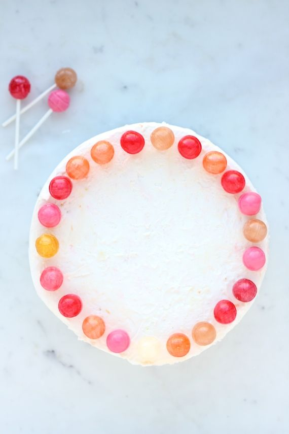 cake decorating ideas: ring the cake with colorful lollipops via Minted