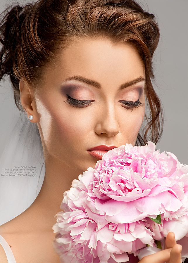 Gorgeous bride Makeup ideas- like the eyes and the highlighting