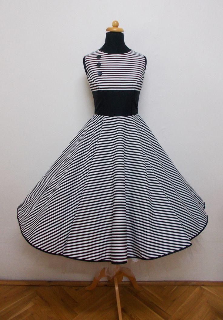Černobílé pruhované s kolovou sukní Materiál-bavlna Obvod hrudi-88cm obvod pasu-70cm Délka sukně-65cm Bez spodničky