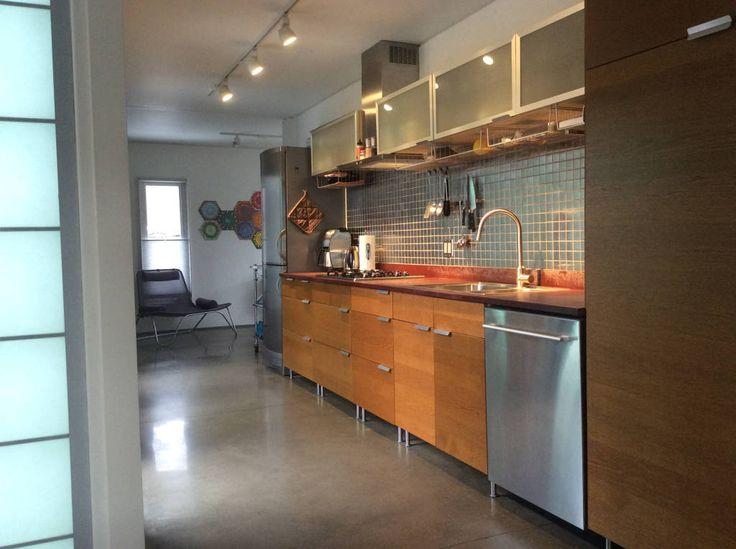 Busca imágenes de diseños de Cocinas estilo moderno de Ecosa Institute. Encuentra las mejores fotos para inspirarte y crear el hogar de tus sueños.