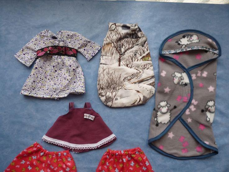 Courant décembre je vous avais présenté mes réalisations pour un bébé corolle de 30cm. Comme ça peut toujours servir voici les liens pour télécharger les patrons. Pour rappel, voici les deux photos des vêtements que j'avais réalisé. Je n'ai mis en lienque les patrons que j'ai fais et dont le résultat me plaît.  Voici donc les différents liens : Le bavoir :http://www.fichier-pdf.fr/2012/12/27/bavoir/bavoir.pdf La couche :http://www.fichier-pdf.fr/2012/12/27/couche/couche.pdf Le ...
