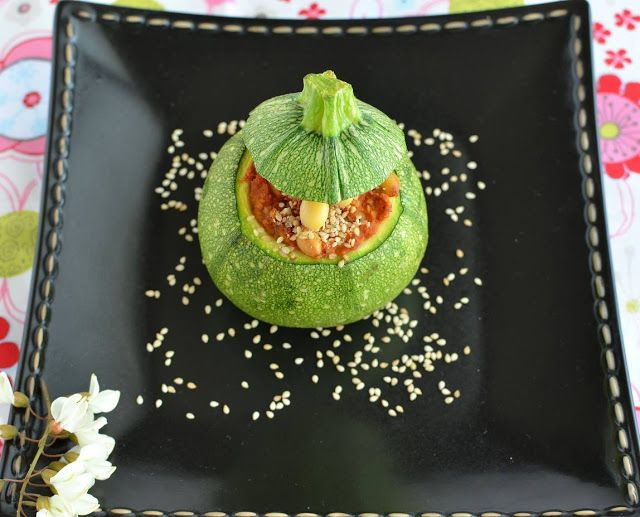 Zucchine tonde Bio con salsa Muhammara e soia Veg
