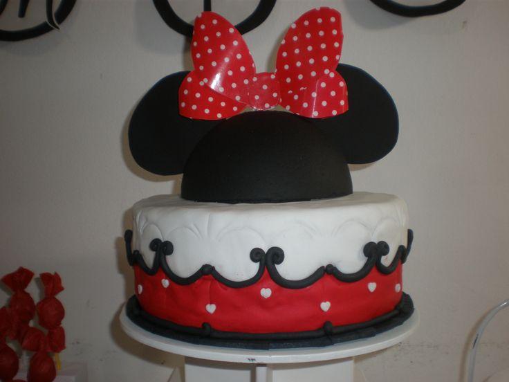 Torta Minnie Mouse / Minnie Mouse Cake Tortas cakes by Dulcinea de la fuente www.facebook.com/dulcinea.delafuente  #fiesta #festejo #cumpleaños #mesadulce#fuentedechocolate #agasajo# #candybar  #tamatización #souvenir  #regalos personalizados #catering finger food