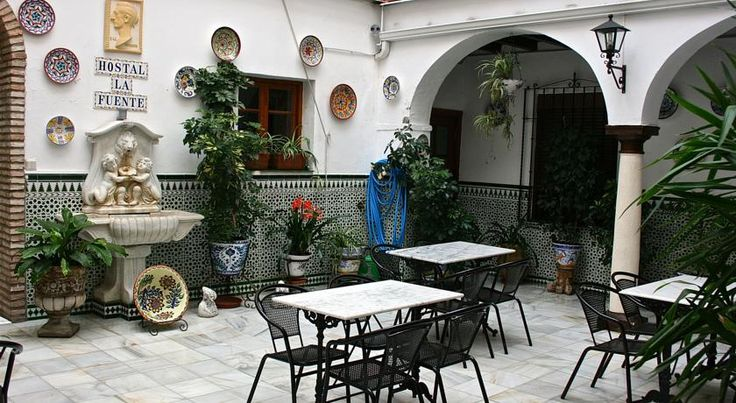 Hostal la Fuente Córdoba Set in the very heart of ancient Córboba, this typically Andalusian hotel is located near the city's impressive Mosque and other monuments.  The Hostal La Fuente was built around a traditional Spanish courtyard in the middle of the 19th century.