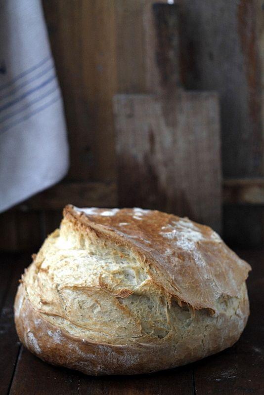 Babette: Félbarna kenyér öntöttvas lábasban sütve