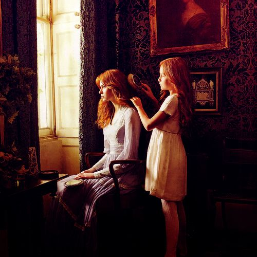 Karen Gillan and her cousin, Caitlin Blackwood (who plays young Amelia). Stunning picture