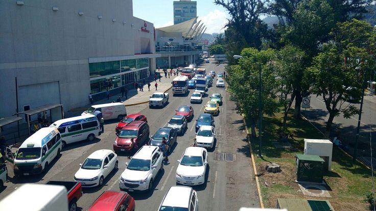 La capital michoacana se vio colapsada este vienes debido a las manifestaciones de la CNTE y de los normalistas que en varios frentes hicieron que los automovilistas no pudieran circular ...