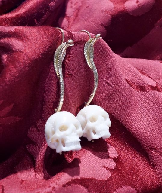 Cobra skull earrings in 18 kt yellow gold, skulls in Corozo hand made carving - Dogale Jewellery Venice Italy