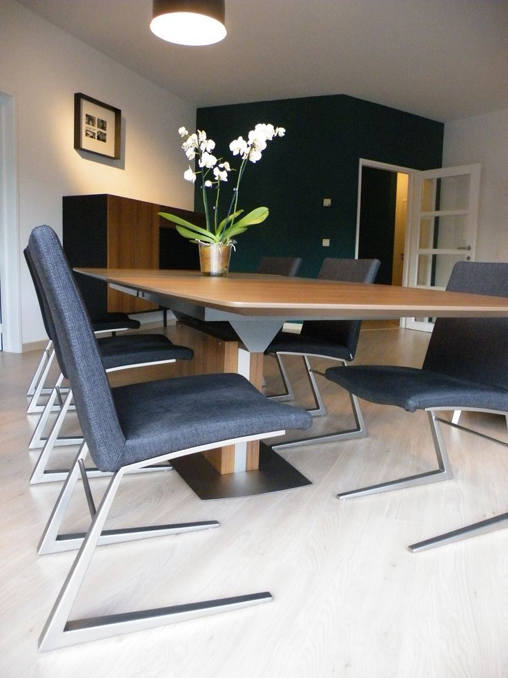 BoConcept Expanding Dining Table And Mariposa Chairs