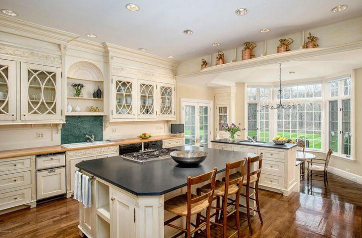 Gourmet Kitchen - Georgian home - Beautiful millwork above upper cabinets