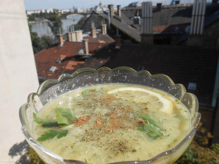 Jé, ez a leves tényleg 15 perc alatt kész van! Hűsítő, savanykás étel a tikkasztó hőségben.