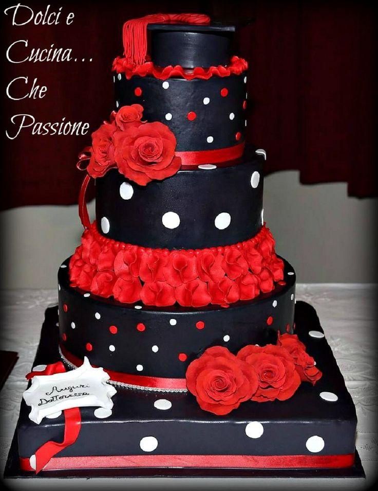 torta decorata laurea, un idea carina per rendere speciale una festa di laurea ....tutta in rosso e nero , rose e volà