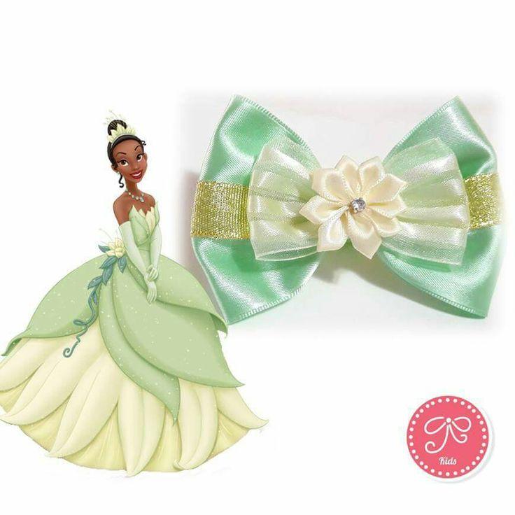 Laço Tiana  #tiana #aprincesaeosapo #laço #princesa #disney #modainfantil #kids #petitacessorios #petitacessorioskids