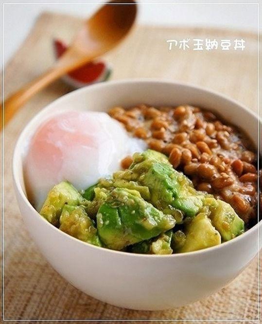 朝食をとることはダイエットにもつながるし美容にも健康にも必要な事です。 でも面倒くさくて朝食は作れない。寒くて作りたくない。なんて人も多いようです。そこで、パッと作ってパッと食べられる超簡単で栄養満点な朝食レシピをご紹介します。