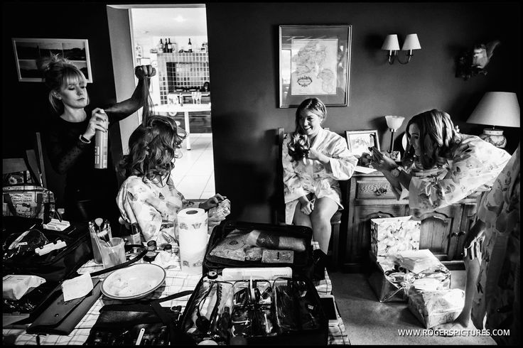 Busy prep scene with Susie and the bridesmaids before her Oxfordshire wedding -