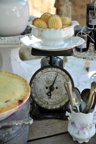 scales: Food Display, Vintage Wedding, Vintage Kitchens, Kitchens Scale, Bathroom Ideas, Antiques Scale, Vintage Scale, Shabby Vintage, Vintage Style