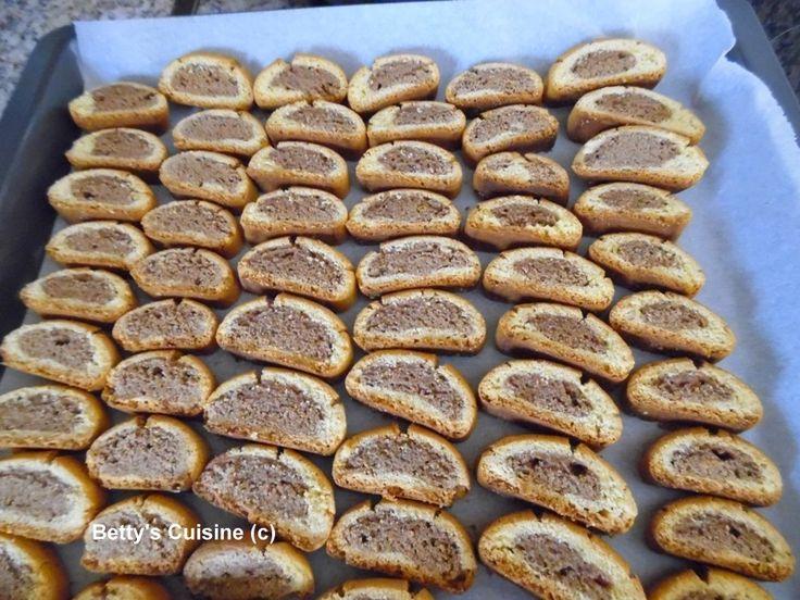 Betty's Cuisine: Δίχρωμα νηστίσιμα παξιμαδάκια με κακάο