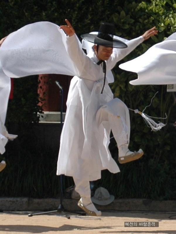 .Korean Crane Dance.