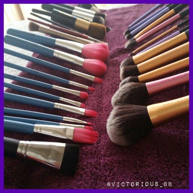 Gotta love brush washing day! #realtechniques #mac #morphebrushes #elizabetharden