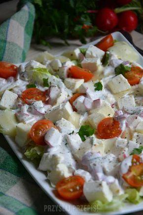 Sałatka serowa z sosem rzodkiewkowym doskonała do dań z grilla