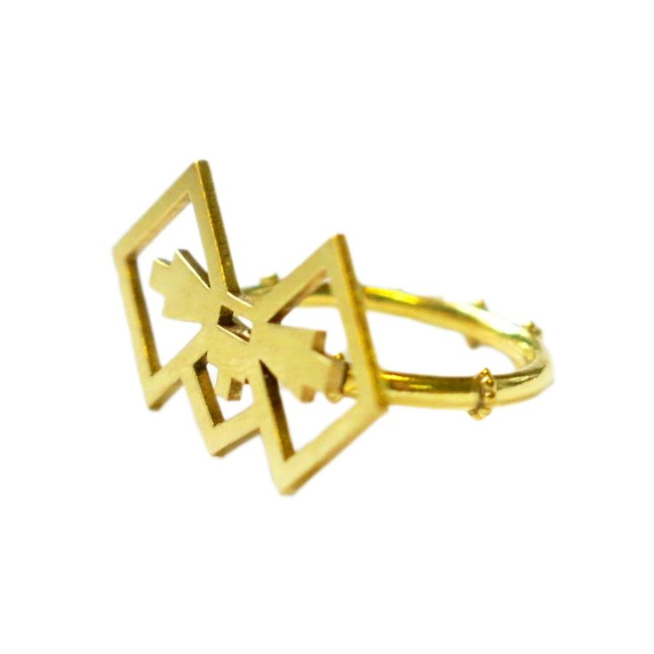 18ct Yellow Gold Plated Brass Bow, with 18ct Yellow Gold Plated Sterling Silver Ring     15 x 30mm  Weight - 3.9 grams