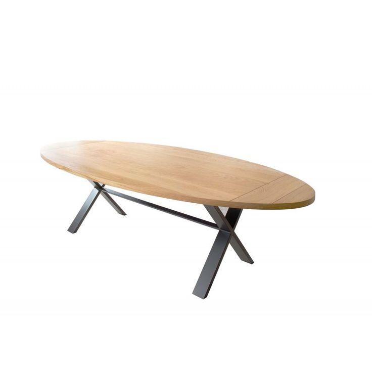 Table de salle à manger design ovale Cross : Table ovale design avec plateau en lattes de bois de chêne massif et piétement en acier anthracite. Livraison offerte.