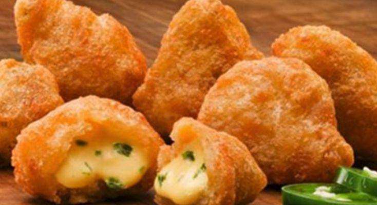Er du typen der ikke kan undvære Chili Cheese Tops hver gang du er påMcDonalds? Så er du nok ikke den eneste. Men du kan rent faktisk selv lave dem og det er utrolig nemt. Vi har nemlig fundet en opskrift, så du kan lave dine egne hjemmelavede Chili Cheese Tops. Videoen som du finder…