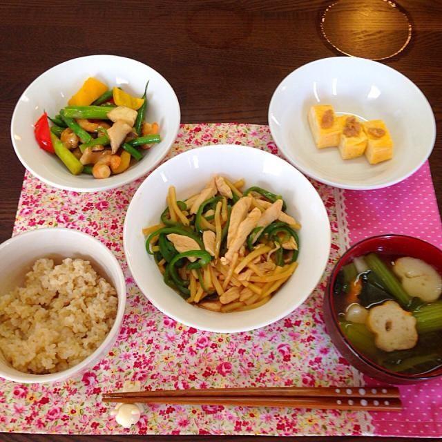 今日のお昼ごはん♡ - 9件のもぐもぐ - 青椒肉絲、海老と野菜の炒めもの、梅たまご焼き、小松菜とお麩のお味噌汁、発芽玄米 by snow042q