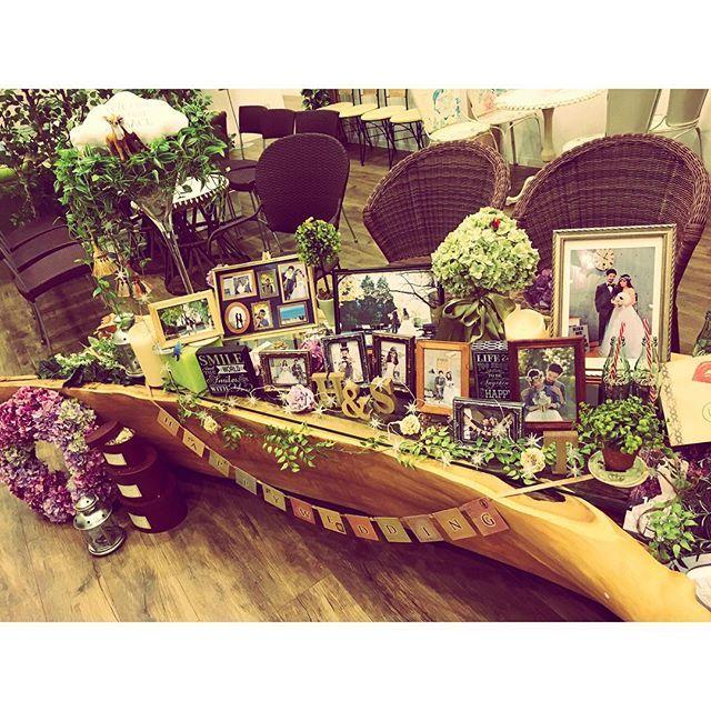 . #結婚式 のお写真、ちょくちょくあげます💍 . #ウェルカムスペース は#前撮り の写真を いっぱい置いてにぎやかに、、、🖼 ほぼ全部#プランナー さん作!素敵! . #コーラ が好きすぎて#瓶コーラ 置いてる❤️ 写ってないけど横に大量にあるよ(笑) . #tamurawd1212 #happy #love #wedding #happywedding #cocacola #japan