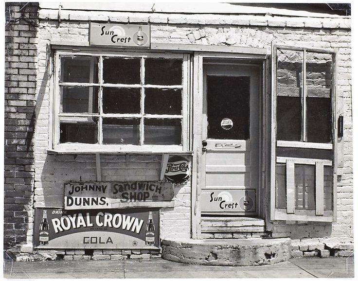 Walker Evans , Jonny Dunn's Sandwich Shop, Paducah, Kentucky, 1947