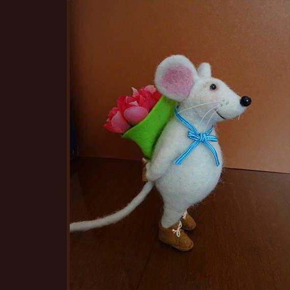 Tiny mouse with flowers, #Needlefeltedmouse, #Feltmouse, Birthday gift