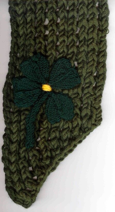 2005 Green Scarf with Clover Leaf