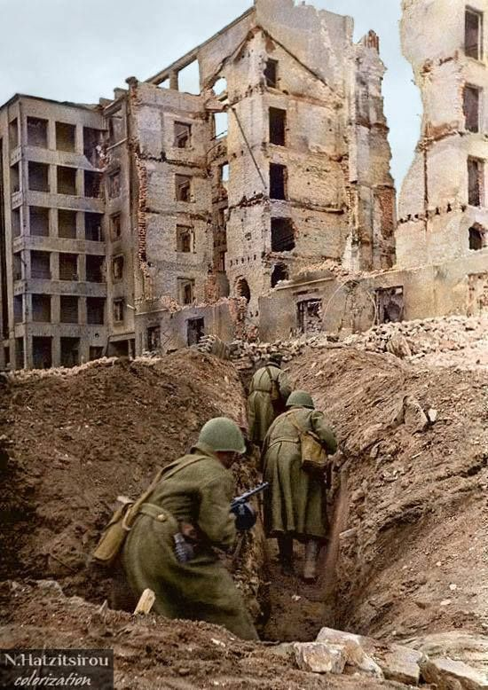 Soviet troops advanced in trench during the battle of Stalingrad