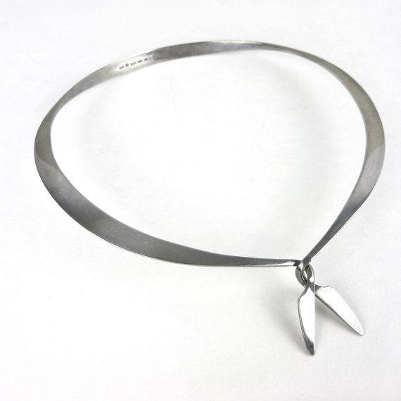 Börje Rajalin for Kalevala Koru (FI), minimalist vintage sterling silver choker necklace, 1961. #finland   finlandjewelry.com