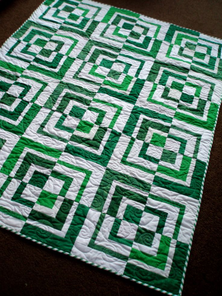 Green and White: Looks like a Saskatchewan Roughriders quilt!    Google Image Resulthttp://2.bp.blogspot.com