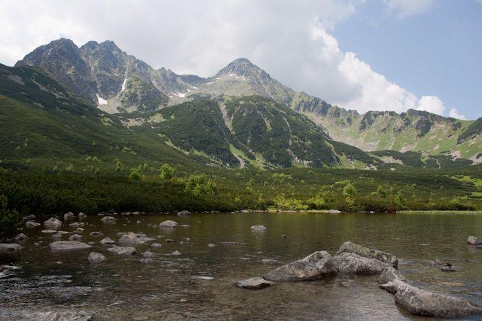 Výlet na Biele plesá, Kopské sedlo a naspäť cez Zelené pleso.   Malý návod na pol až celodennú, stredne náročnú túru do Vysokých Tatier. Cieľ je Veľké biele pleso, z ktorého môžete pokračovať na Kopské sedlo. východískové miesto sú Tatranské Matliare pri Tatranskej Lomnici, resp. zastávka Biela voda. Trvanie túry 5,5 Hod, ak ju rozšírime, aj 8Hod pešej turistiky.