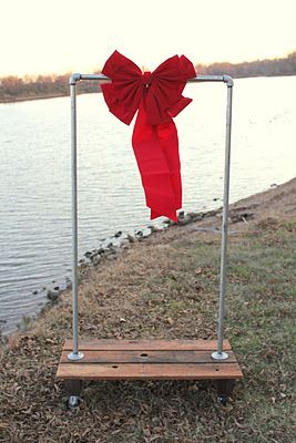 pipe/pallet clothes rack, this is a cool idea for display!