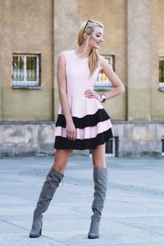 Sukienka z różowo czarną fałbanką
